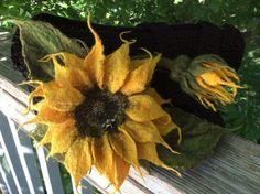 Felted Sunflower made with colors of Merino Top. Wet Felted and Needle Felted by Living Felt Customer Vera Runova. Needle Felted Animals, Felt Animals, Felt Flowers, Fabric Flowers, Needle Felting Tutorials, Felt Brooch, Nuno Felting, Felt Art, Wreaths