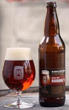 Cerveja Widmer Barrel Aged Brrrbon '11, estilo Wood Aged Beer, produzida por Widmer Brothers Brewing Company, Estados Unidos. 9.5% ABV de álcool.