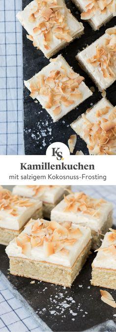 Denkst du bei #Kamille auch nur an Tee und Wildblumen? Dann hast du etwas verpasst denn diesen #Kamillenkuchen vom Blech musst du probiert haben. Das Besondere daran ist das salzige Kokosnuss-#Frosting, was den Kuchen unvergesslich macht. #Kuchen #Backen #Rezept