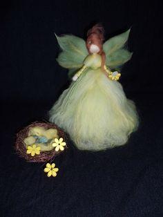 Ostertischdeko - Frühlings-Fee aus Märchenwolle - ein Designerstück von sommerli bei DaWanda