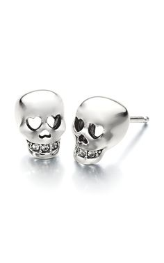 Chamilia 'I Love You To Death' collection features skull earrings and a skull bead. Introduced for Fall 2014 so you can be on trend with skull jewelry. Skull Earrings, Skull Jewelry, Jewellery, Jewelry Chest, Halloween Accessories, Skull And Bones, Jewelry Organization, Heart Shapes, Women Jewelry
