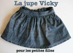 Patron de petite jupe élastiquée dans le dos et ajustable. Pour l'hiver ou l'été ! Tailles : 6 mois à 2 ans
