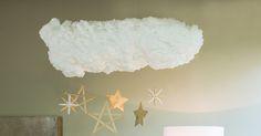 [MAKE IT] L'ambiance d'un ciel étoilé viendra enchanter votre Noël. Cette jolie suspension peut également servir de décoration dans une chambre d'enfant. #DIY #suspension #nuage #deco #enfant #noel #makeit #LappartByLeroyMerlin