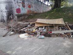 Assim está a calçada do Colégio Telemaco que fica bem ao lado da lona cultural Jovelina Pérola Negra.