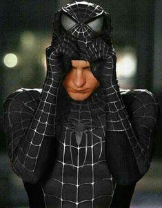 Tobey Maguire as Peter Parker Spiderman Sam Raimi, Spiderman Venom, Spiderman 2002, Spiderman Black Suit, Spiderman Drawing, Spiderman Movie, Amazing Spiderman, Marvel Dc, Marvel Actors