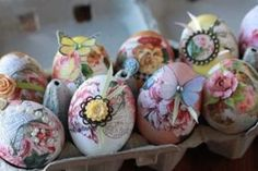 7 Fun Faux Easter Egg Crafts - diy Thought. Natural dye and decoupage eggs. Easter Egg Crafts, Easter Eggs, Easter Decor, Easter Ideas, Fun Diy Crafts, Crafts For Kids, Nature Inspired Wedding, Diy Ostern, Galletas Cookies