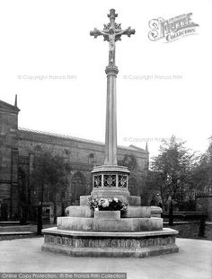 Photo of Chesterfield, Memorial Cross 1919 Places Of Interest, Derbyshire, Chesterfield, Cn Tower, Maps, Photo Galleries, Memories, Gallery, Building