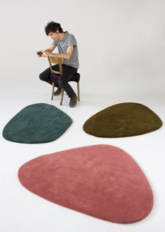 The unusual Cal 2 New Zealand Wool Carpet was designed by Nani Marquina for the Spanish rug company Nanimarquina.Nanimarquina was founded by Nani in 19 Alexander Calder, Wool Carpet, Rugs On Carpet, Carpets, Animal Skin Rug, Barcelona, Kinetic Art, Contemporary Rugs, Agua Bendita