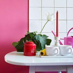 Kronblad FR1160. Men hint av blått blir denne rosa tonen kjølig og passer perfekt til å fremheve detaljer og til en matt vegg som får fargen til å stråle. #ÅretsFarge2016#Rosa#Fargekart#kjøkken#ideer#Fargerike#hvit#fliser#inspirasjon#pink#kitchen Sink, Home Decor, Pink, Sink Tops, Vessel Sink, Decoration Home, Room Decor, Vanity Basin, Sinks