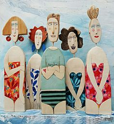 Personnage bois Possibly remake the chubby red bathing suit ladies looking over their shoulders in flat Stanley style? Sculptures Céramiques, Sculpture Art, Paper Clay, Paper Art, Paper Dolls, Art Dolls, Pintura Country, Driftwood Art, Art Plastique