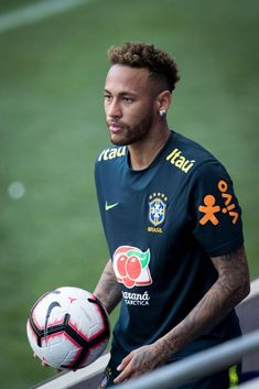 of the Brazil National Soccer Team holds the ball after getting it in the stands during the training session before facing the U. Men's Soccer Team in a friendly match. Get premium, high resolution news photos at Getty Images Soccer Teams, Soccer Ball, Neymar Jr Wallpapers, Neymar Brazil, Tennis Grips, Evolution T Shirt, Tennis Players, To My Future Husband, Red Bull