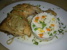 Pollo a la cerveza con arroz jardinera.