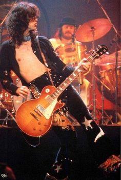 Jimmy Page    http://custard-pie.com/ Jimmy Page and John Bonham