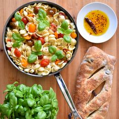 Simple quality ingredients make best meals! This Italian inspired combination of pasta, basil, mozzarella, and fresh tomatoes is no exception. Delicious served hot or at room temperature as a pasta salad! Orecchiette with Heirloom Tomatoes and Mozzarella Heirloom Tomatoes, Roasted Red Peppers, Pasta Dishes, Mozzarella, Pasta Salad, Dinner Recipes, Good Food, Veggies, Fresh