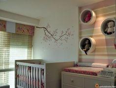 Quarto de bebê menina cor rosa com nichos e bixinhos http://www.mimoinfantil.com.br/