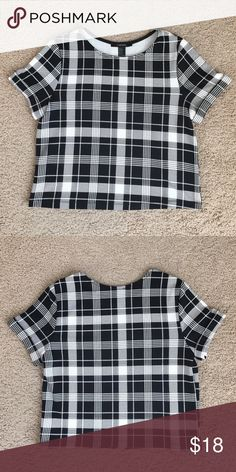 Crop Top Excellent condition. Worn only a small handful of times. Can be worn many different ways. I wore it with a midi skirt and heels to church. Forever 21 Tops Crop Tops