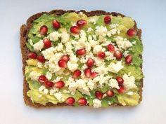 Haben Sie schon einmal Hüttenkäse, Birne und Honig zusammen auf einer Scheibe Brot gegessen? Wir haben 14 außergewöhnliche & gesunde Brotbeläge zusammengestellt