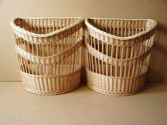 Baskets On Wall, Hamper, Basket Weaving, Wicker, Photo Wall, Newspaper, Home Decor, Bags, Ideas