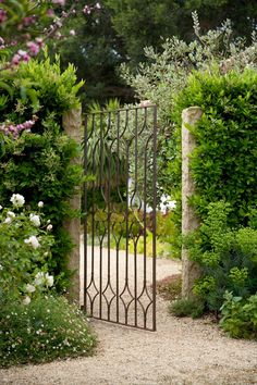 Do You Want Stunning Fence Design Ideas In Your Front Yard? If you need inspiration for the stunning front yard fence design ideas. Our team recommends some amazing designs that might be inspire you. We hope our articles can help you. Garden Entrance, Garden Doors, House Entrance, Metal Garden Gates, Garden Paths, Herb Garden, Vegetable Garden, The Secret Garden, Secret Gardens