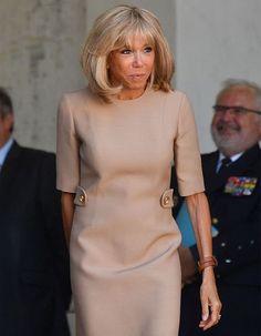 Brigitte Macron encore insultée, et c'est désespérant - Elle Work Fashion, Trendy Fashion, Womens Fashion, Gros Bide, French First Lady, Beaux Couples, Brigitte Macron, Ladylike Style, Emmanuel Macron