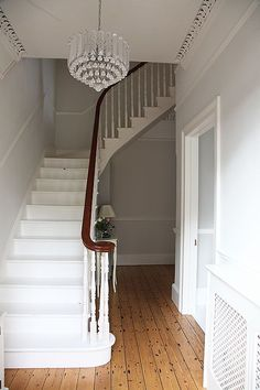 Create a warm and welcoming hallway with these easy to implement design principles and ideas Original Design: Unknown ideas paint ideas entrance ideas small hallway ideas halls hallway decorating Hall Lighting, Lighting Ideas, Lighting Stores, Entryway Lighting, Entryway Decor, Hallway Chandelier, Corridor Lighting, Hallway Designs, Hallway Ideas
