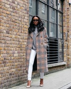 One word for this look on . We say stunning! Suit Fashion, Girl Fashion, Minimalist Street Style, Grown Women, Cool Jackets, Black Women Fashion, Work Attire, Fall Winter Outfits, Business Fashion