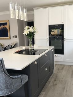 Grey Kitchen Interior, Kitchen Room Design, Modern Kitchen Design, Kitchen Ideas, Kitchen Inspiration, Modern Shaker Kitchen, White Contemporary Kitchen, Black And Grey Kitchen, Grey Kitchen Island