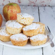 Delicious creamy apple muffins made with Greek yogurt, sugar and apples. Ready in 40 minutes, recipe for 12 apple muffins. Great Desserts, Delicious Desserts, Appel Muffins, Good Food, Yummy Food, Tasty, Sweet Tarts, Different Recipes, High Tea
