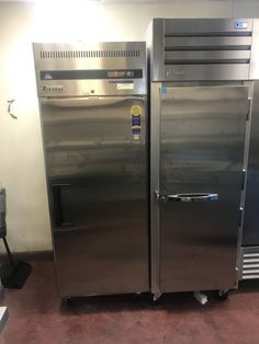 Need a new refrigeration unit? We carry refrigerators and freezers from a wide range of manufacturers, including True and Everest. Commercial Kitchen Design, Commercial Kitchen Equipment, Online Restaurant, Restaurant Equipment, Refrigerator Freezer, French Door Refrigerator, Walk In Freezer, All Restaurants, Kitchens