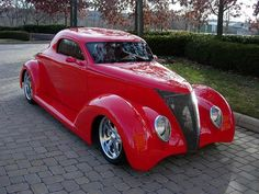 Gorgeous '37 Ford Street Rod