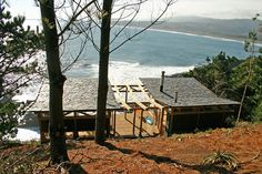 Weekend Cabin is a cliffside, affordable perch in Chile's Bio Bio region, with awesome surf below. http://adv-jour.nl/Vh2cn4