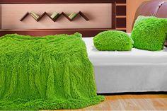 Sýto zelená chlpatá deka, prehoz na sedačky