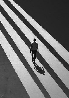 The Man and The Shadow - 디지털 아트, 일러스트레이션 Shadow Photography, Dark Photography, Monochrome Photography, Creative Photography, Black And White Photography, Street Photography, Negative Space Photography, Shadow Architecture, Human Poses Reference