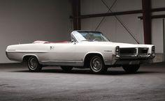 1964 Pontiac Parisienne Custom Sport Convertible J'ai possédé une comme ça. Cheveux au vent, c'était le bon temps.