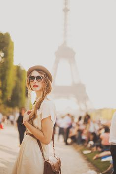 portraits in front of eiffel tower