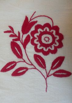 Historical reproduction of Delsbosöm on linen with 2-ply cotton thread (satin- & stem stitches). As the original, my detail is primarily embroidered in one-sided satin stitching totally covering the motifs on the front, while only tiny seed stitching is visible on the back. Photo and embroidery: Viveka Hansen.