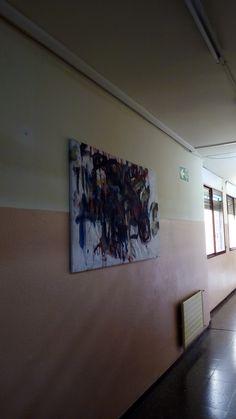 El quadre penjat a un dels passadissos de l'Institut Ramon Berenguer IV de Santa Coloma de Gramenet.
