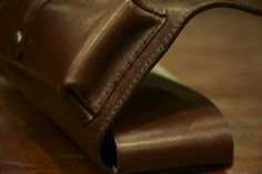 Il porta pipe realizzato da Vulcano Leather. The pipes pouch made by Vulcano Leather. #leather #pipes #pipespouch #smoke #smoking #handmade #unisex #vulcano #madeinitaly #leatherwork