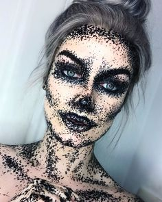 Are you looking for inspiration for your Halloween make-up? Navigate here for creepy Halloween makeup looks. Most Popular Halloween Costumes, Halloween Fotos, Looks Halloween, Last Minute Halloween Costumes, Halloween Stuff, Horror Halloween Costumes, Creepy Costumes, Kid Costumes, Children Costumes