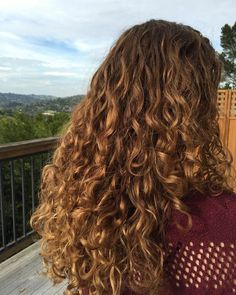 Bayalag ombre on naturally curly hair - Trend Hair Styles for 2019 Colored Curly Hair, Curly Hair Tips, Wavy Hair, Highlights On Curly Hair, Pelo Natural, Natural Hair Styles, Long Hair Styles, Curled Hairstyles, Long Curly Haircuts