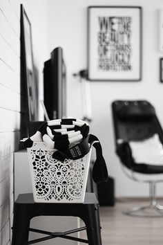 Corner - Basket (Natural light, minimalism)
