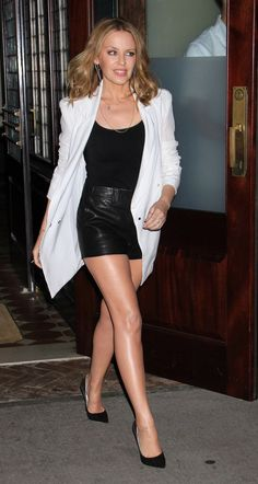 Photos of Kylie Minogue looking hot. Melbourne, Hottest Female Celebrities, Celebs, Dannii Minogue, Celebrity Bodies, Beautiful Outfits, Beautiful Women, Beautiful Legs, Sexy Legs