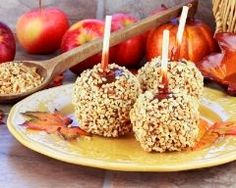 Caramel Apples The old-fashioned dessert Caramel Apple Cupcakes, Caramel Apples, Chocolate Apples, Apple Recipes, Sweet Recipes, Fruit Recipes, Cupcake Recipes, Dessert Recipes, Food Challenge