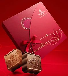 Godiva Presents the 2012 Mid-Autumn Ltd edition Collection - Macaron Magazine Phone Packaging, Brand Packaging, Notebook Cover Design, Red Packet, Chocolate Packaging, Mid Autumn, Moon Cake, Packaging Design Inspiration, Box Design