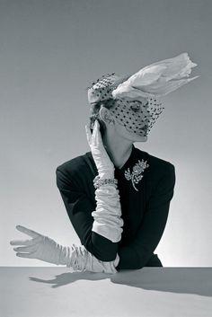 Jacques Fath white hat swan feathers Paris 1951
