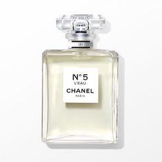 シャネルの新作フレグランス「N°5 ロー」が2016年9月にデビュー。