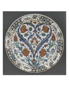 Grand plat aux 2 feuilles saz symétriques formant coeur - Musée national de la Renaissance (Ecouen)