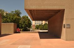 Image 5 of 10 from gallery of AD Classics: Everson Museum / I. Photograph by Jesse Ganes Everson Museum, Plymouth Voyager, Brutalist, American Art, Modern Architecture, Pergola, Places To Visit, Outdoor Structures, The Originals
