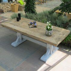 Kloostertafel 'Aduard', een robuuste stevige tafel gemaakt van extra dik steigerhout! www.rustikal.nl