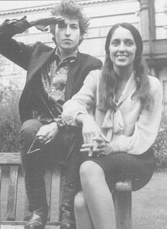 BOB DYLAN & JOAN BAEZ. A pair that could move mountains with their words.